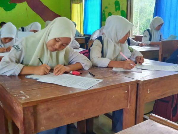 219 Orang Siswa SMP N 2 Sungai Keruh Mengikuti Pelaksanaan Mid Semester