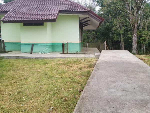 Jalan Setapak ke mushola di SMP N 2 SUNGAI KERUH